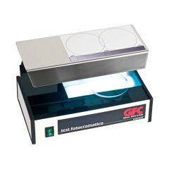 Testna naprava za demonstracijo obarvanja fototropnih stekel